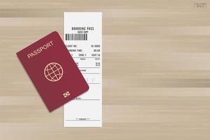 passaporto e carta d'imbarco su legno