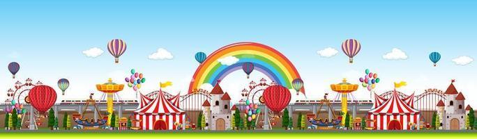 scena panoramica del parco di divertimenti durante il giorno
