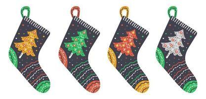 calzini a maglia disegnati a mano con alberi di Natale vettore
