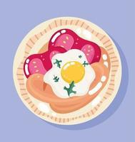 cena di cibo nel piatto. uovo fritto, pomodori e salsiccia