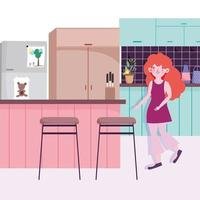 ragazza con frigo, bancone e sedie in cucina