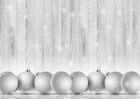 palline di Natale su un fiocco di neve e sullo sfondo di legno