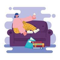 giovane donna che mangia un cupcake sul divano vettore