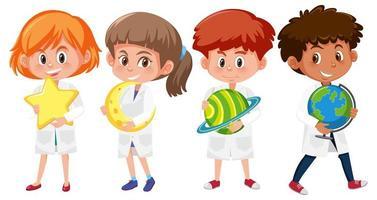 set di bambini in camici da laboratorio scienziato che tengono i pianeti vettore