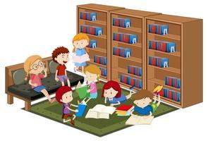 bambini che leggono libri in biblioteca