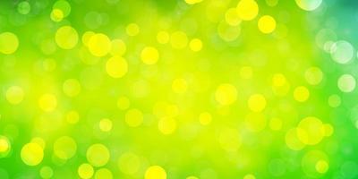 sfondo verde chiaro con cerchi.