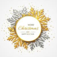 sfondo di Natale di brillanti fiocchi di neve d'oro e d'argento vettore