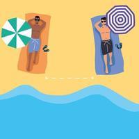 uomini che prendono il sole con distanza sociale in spiaggia vettore