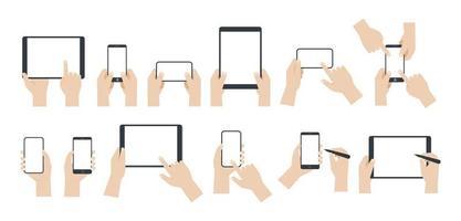 set di mani utilizzando smartphone e tablet vettore