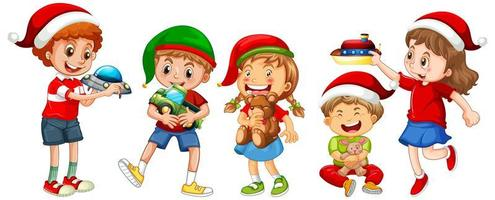 diversi bambini che indossano costumi in tema natalizio e giocano con i loro giocattoli isolati su sfondo bianco vettore