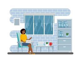 donna che lavora al computer portatile al chiuso