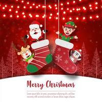 Babbo Natale e amici in calzini di Natale sulla cartolina di Natale