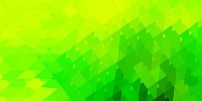 sfondo triangolo astratto vettoriale verde chiaro, giallo.