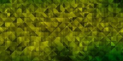 sfondo vettoriale verde chiaro, giallo con stile poligonale.