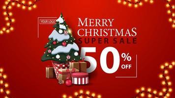 super saldi natalizi, fino a 50 sconti, striscione rosso sconto moderno con bella tipografia, ghirlanda e albero di natale in una pentola con regali