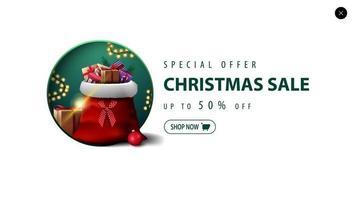 offerta speciale, saldi natalizi, fino a 50 sconti, banner sconto bianco per sito web in stile minimalista con borsa di babbo natale con regali