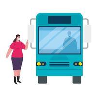 allontanamento sociale con donna che indossa maschera medica alla stazione degli autobus, trasporto comunitario cittadino con pendolari diversi insieme, prevenzione coronavirus covid 19 vettore