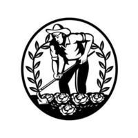 agricoltore biologico coltivando orto fattoria con grub zappa emblema retrò cerchio vettore