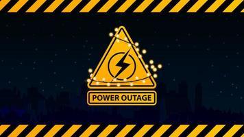 interruzione di corrente, logo di avviso giallo avvolto con una ghirlanda sullo sfondo della città senza elettricità vettore