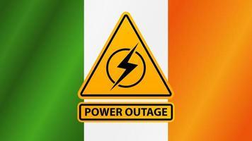 interruzione di corrente, segnale di avvertimento giallo sullo sfondo della bandiera dell'Irlanda vettore