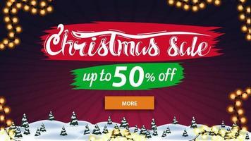 saldi natalizi, fino a 50, banner sconto con pulsante e paesaggio invernale viola vettore
