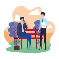 uomini d'affari eleganti che chiamano con i cellulari sulla sedia del parco
