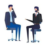 lavoratori di uomini d'affari che chiamano con i cellulari in sedie da ufficio
