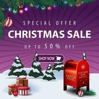 offerta speciale, saldi natalizi, sconti fino a 50, banner sconto quadrato viola con paesaggio invernale, regali e cassetta delle lettere di Babbo Natale vettore