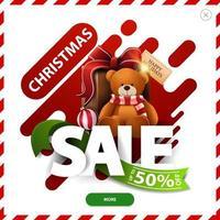 saldi natalizi, fino a 50, sconto rosso e verde pop-up con forme liquide astratte grandi lettere volumetriche, nastro, bottone e regalo con orsacchiotto vettore