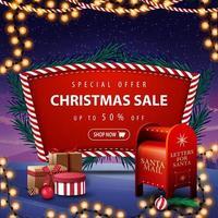 offerta speciale, saldi natalizi, sconti fino a 50, banner sconto rosso con rami di albero di natale, ghirlanda, paesaggio invernale sullo sfondo e cassetta delle lettere di Babbo Natale con regali vettore