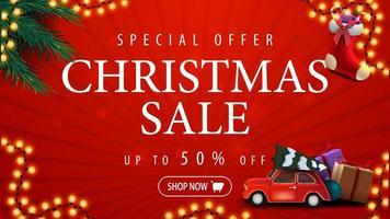offerta speciale, saldi natalizi, fino a 50 di sconto, banner sconto rosso con ghirlanda, rami di albero di natale, calze natalizie e auto d'epoca rossa con albero di natale vettore