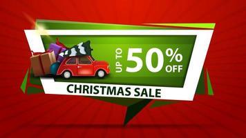 saldi natalizi, fino a 50 sconti, banner sconto verde in una forma geometrica con auto d'epoca rossa che trasportano albero di natale vettore