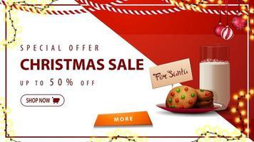 offerta speciale, saldi natalizi, sconti fino a 50, banner sconto orizzontale bianco e rosso con ghirlande, bottone e biscotti con un bicchiere di latte per babbo natale vettore