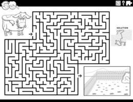 gioco del labirinto con mucca e pascolo pagina del libro da colorare vettore