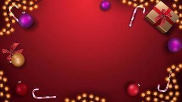 modello per banner o cartolina di Natale. modello rosso con palline di Natale, bastoncini di zucchero, ghirlande e regali, vista dall'alto vettore