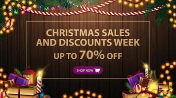 modello di progettazione di vendita di Natale con ghirlanda, ramo, libri e candela sullo sfondo di legno vettore