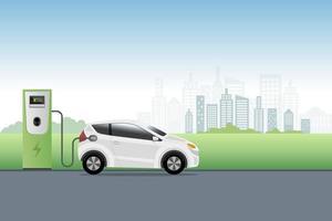 ricarica di auto elettriche presso la stazione di servizio del caricabatterie davanti allo sfondo della città eco. veicolo ibrido, auto ecologica o concetto di veicolo elettrico. vettore