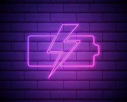 ricarica della batteria con segno di fulmine, icona della tecnologia. stile neon rosa sullo sfondo del muro di mattoni. icona della luce vettore
