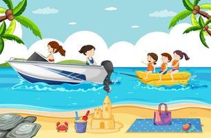 scena della spiaggia con persone che giocano a banana boat vettore