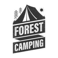 segno di campeggio nella foresta. logo con design texture grunge. illustrazione vettoriale