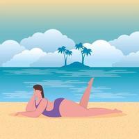 donna carina in costume da bagno sulla spiaggia, stagione delle vacanze estive vettore
