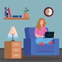 donna che lavora con un computer portatile sul divano vettore