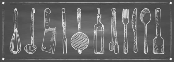 set disegnato a mano di utensili da cucina su una lavagna. vettore
