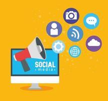concetto di social media, computer con megafono e icone vettore