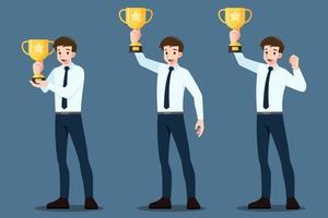 set di un giovane uomo d'affari di successo alzando e tenendo la coppa del trofeo d'oro. vincitore o leader personaggio maschile con il concetto di successo aziendale. vettore