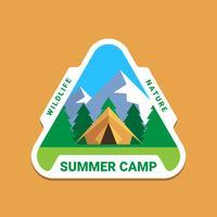 Camping Wilderness Adventure Badge Logo Design grafico vettore