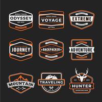 Set di badge logo avventura all'aperto e distintivo marcia viaggiando lo
