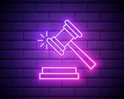 martelletto, icona al neon di legge. elementi di diritto e giustizia impostati. icona semplice per siti Web, web design, app mobile, grafica di informazioni isolata sul muro di mattoni vettore