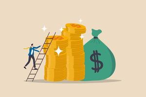scala del successo nell'obiettivo finanziario, nel raggiungimento del reddito del percorso di carriera o nell'investimento per il concetto di pensionamento, giovane uomo d'affari che sale la scala fino alla cima della pila di soldi, monete, obiettivi ricchi e ricchi. vettore