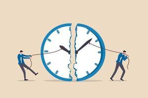 gestione del tempo, scadenza del lavoro o pianificazione per il concetto di orario di lavoro, uomo d'affari che usa la corda per tirare la lancetta dei minuti e delle ore per rompere la metafora dell'orologio dello sforzo per gestire il tempo per più progetti. vettore